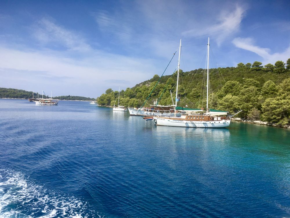 Sailing by, Mljet